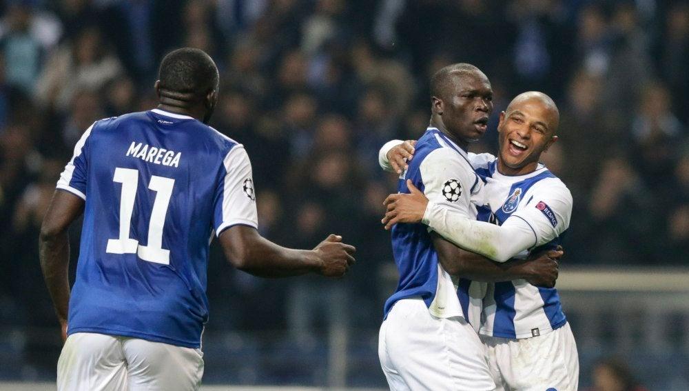Brahimi y Aboubakar celebran uno de los goles del Oporto
