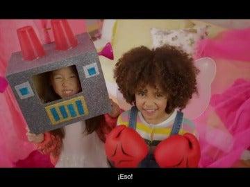 """Campaña contra los juguetes sexistas protagonizada por niños y niñas: """"Los soldados también quieren cocinar y las princesas pueden llegar a la Luna"""""""