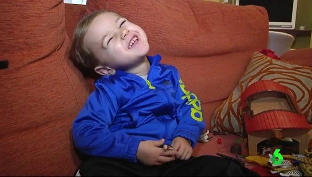 Tiago tiene tres años y sufre atrofia muscular espinal