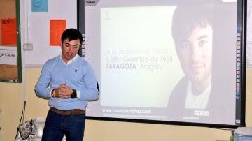 El torero Imanol Sánchez impartiendo una clase sobre tauromaquia