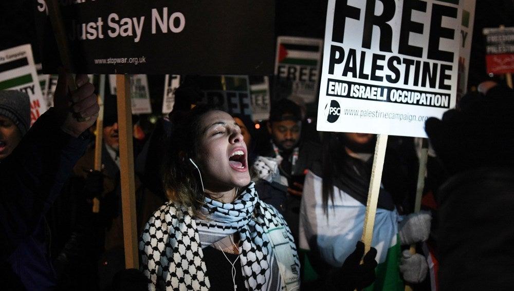 Cientos de personas protestan en Londres por el anuncio de Trump sobre Jerusalén