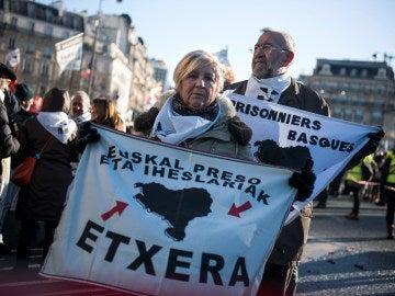 Manifestación en París que pide cambios para los presos de ETA