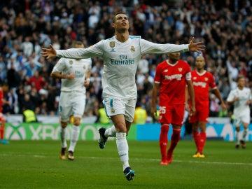 Cristiano Ronaldo celebra uno de sus goles en el Santiago Bernabéu
