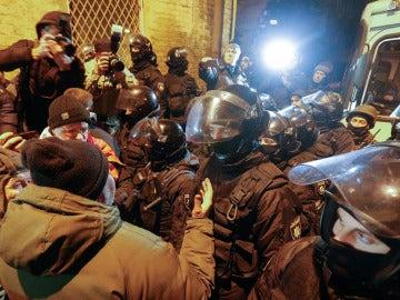 Seguidores de Saakashvili discuten con la policía durante las protestas