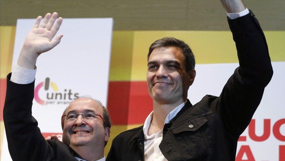 El candidato del PSC a la presidencia de la Generalitat, Miquel Iceta (i), acompañado del secretario general del PSOE, Pedro Sanchez