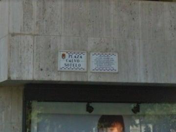 Placa retirada de la plaza Calvo-Sotelo en Alicante