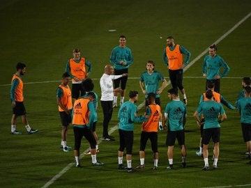Los jugadores del Real Madrid se ejercitan en Abu Dabi