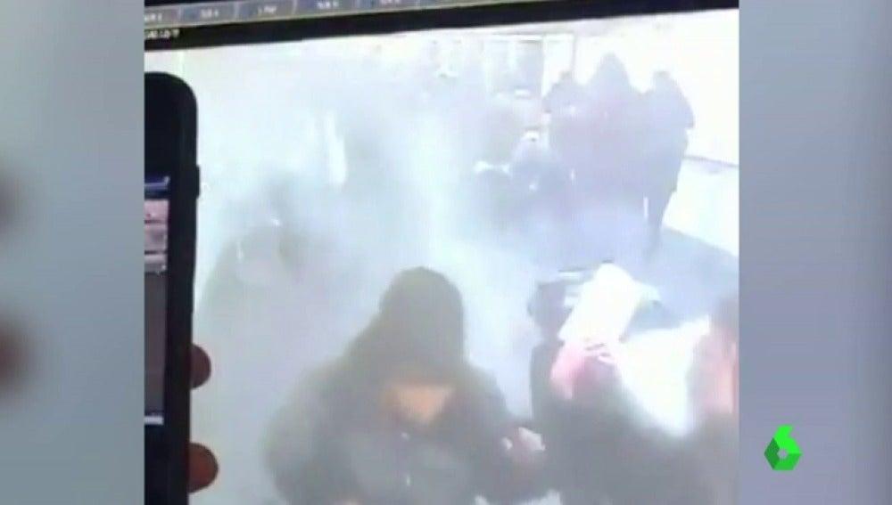 La explosión de la estación de autobús de Nueva York, captada por las cámaras