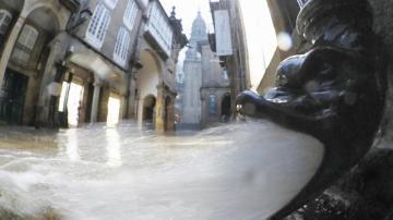 Un bajante decorativo evacúa gran cantidad de agua
