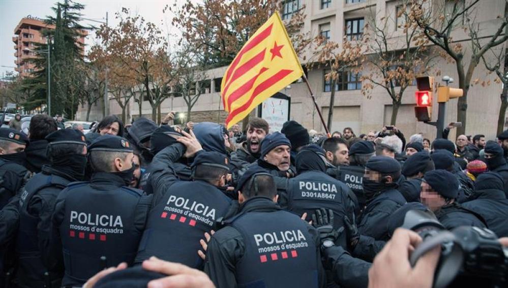 Tensión frente el Museu de Lleida