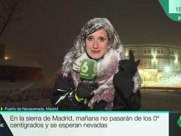 """La dificultad de hacer un directo en plena nevada: """"Estoy completamente helada. Mirad mi pelo y el micro"""""""