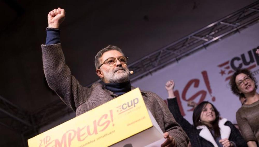 El cabeza de lista de la CUP, Carles Riera, durante un comparecencia