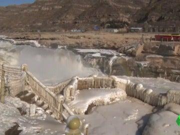 La catarata de Hukou congelada