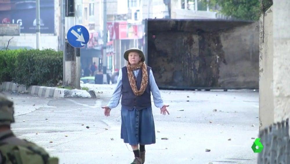 Las imágenes de una anciana palestina en Belén mediando entre soldados y manifestantes se han hecho virales