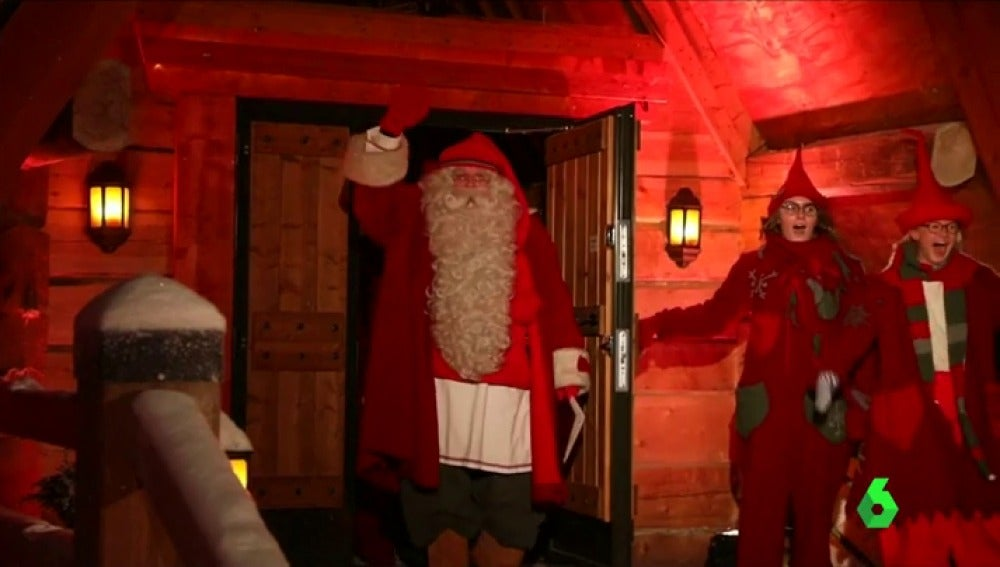 Santa Claus inicia su salida en trineo desde su casa en Finlandia