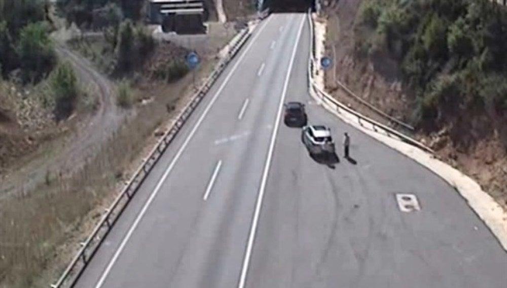 Dos ladrones utilizan el método del 'pincharuedas' en Barcelona