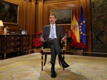 El Rey Felipe VI, durante su tradicional mensaje de Navidad desde el Palacio de La Zarzuela
