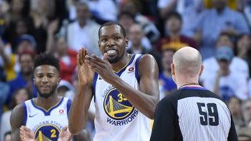 Kevin Durant celebra la victoria de los Warriors
