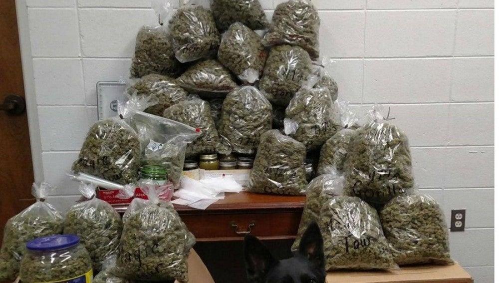 Decomisan 27 kilos de marihuana en una furgo de dos octogenarios