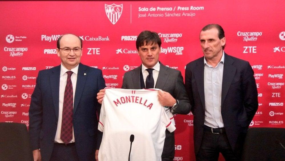 Montella, junto a José Castro y Óscar Arias