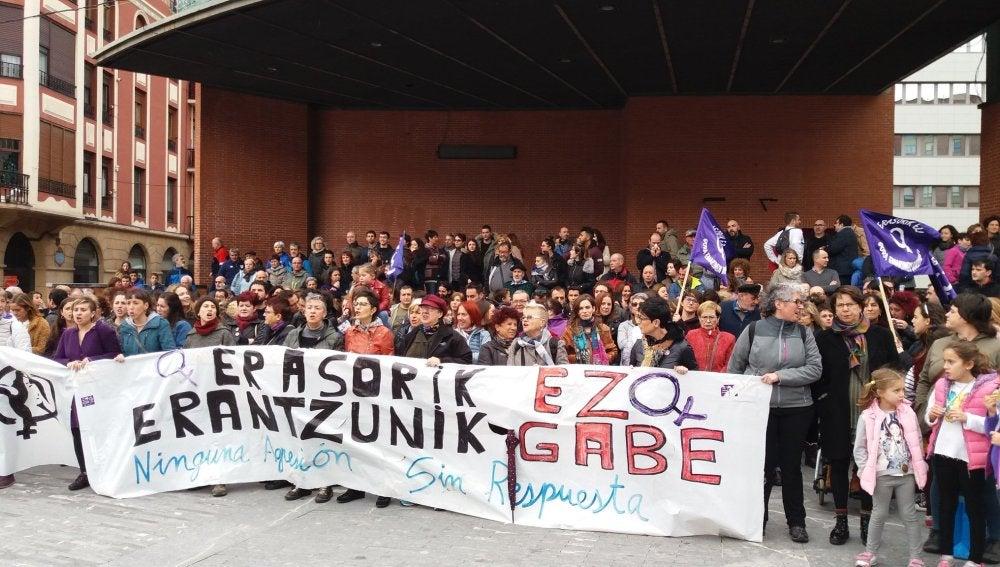 Manifestación en Barakaldo por la agresión sexual a una menor