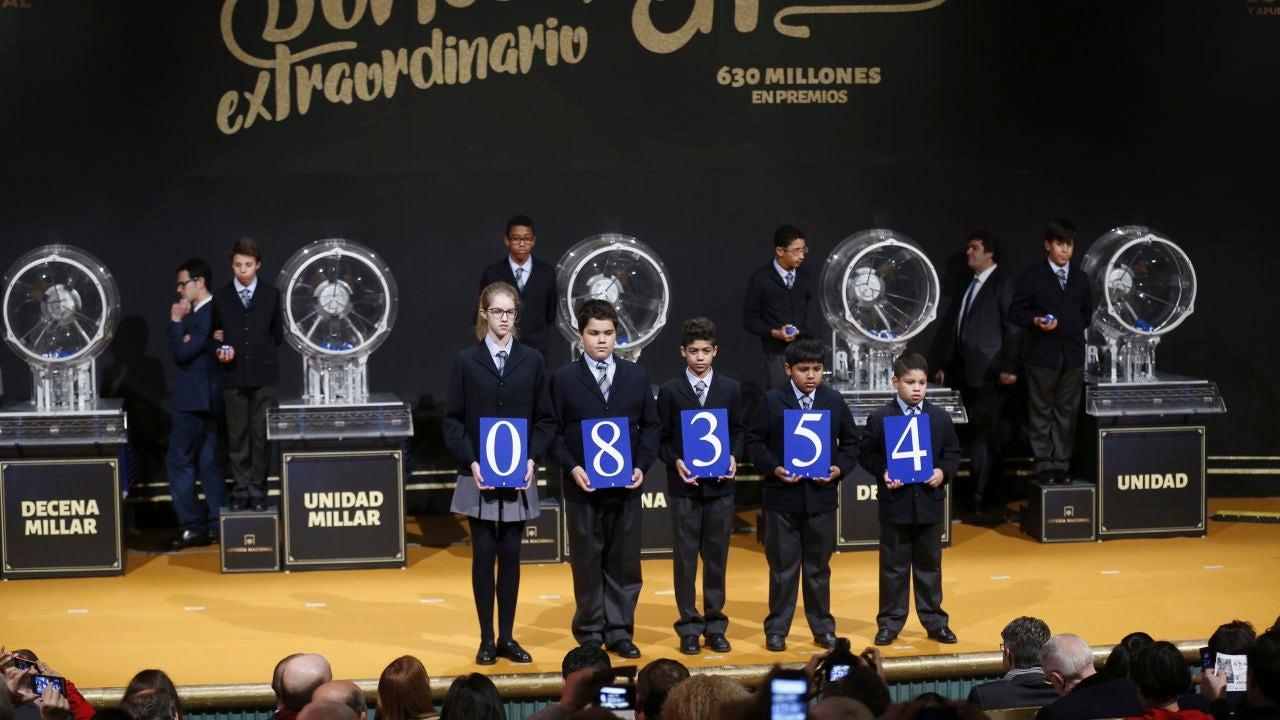 Primer premio del sorteo extraordinario de la lotería de El Niño 2017 fue para el número 08.354