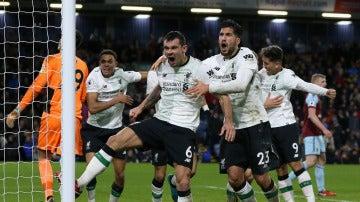 Klavan celebra su gol contra el Burnley