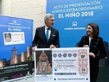 La presidenta de Loterías y Apuestas del Estado, Inmaculada García, y el alcalde de Ávila, José Luis Rivas