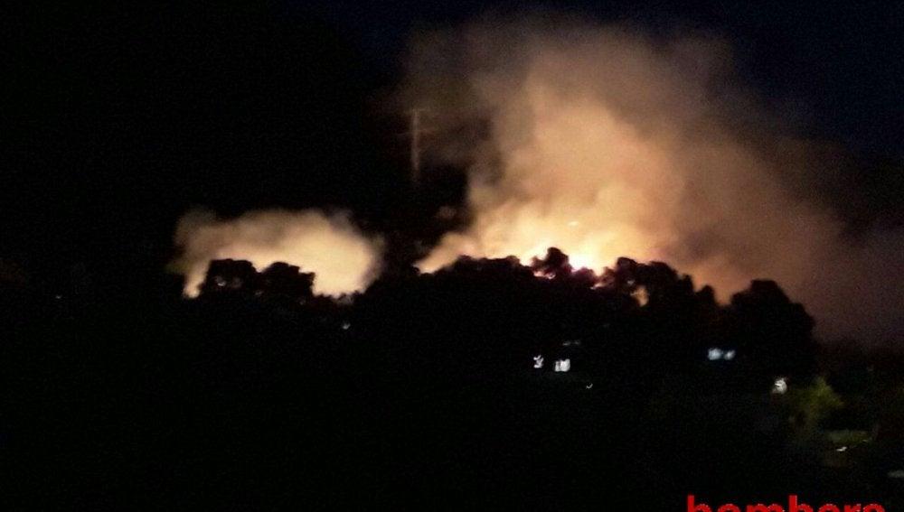 Imagen del incendio forestal en Castelldefels
