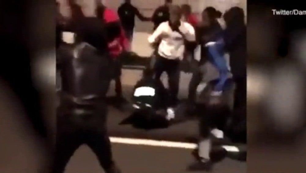 Decenas de personas agreden a dos policías en una fiesta en Francia