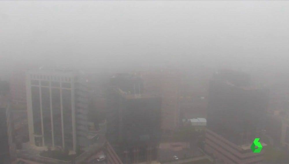 Madrid ha amanecido con una intensa niebla