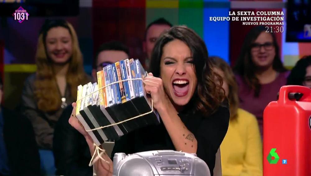 Lorena Castell muestra su 'kit antinevadas'