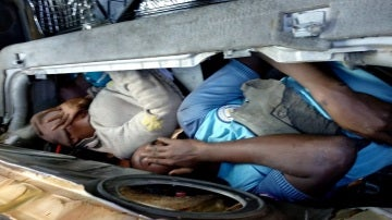 Fotografía facilitada por la Policía Nacional de un coche kamikaze que ha logrado entrar a Melilla