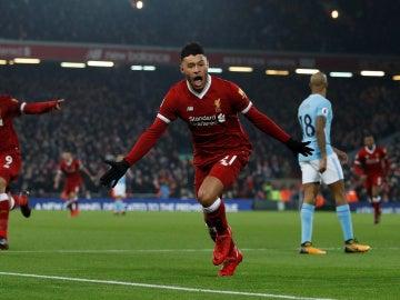 Alex Oxlade-Chamberlain celebra el 1-0 ante el Manchester City