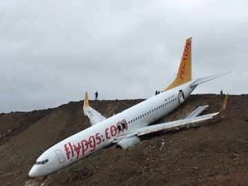 Un avión cae por un acantilado en Turquía