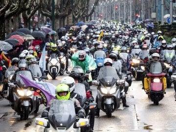 Tradicional desfile de banderas por Valladolid de los Pingüinos 2018
