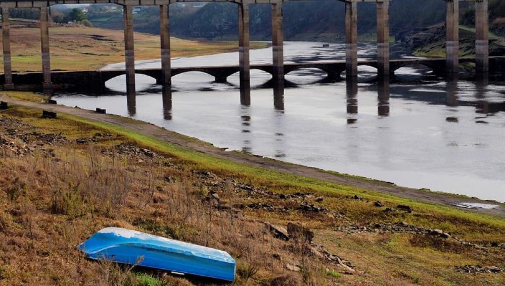 Estado actual del embalse de Belesar, Río Miño, a su paso por la localidad de Portomarín