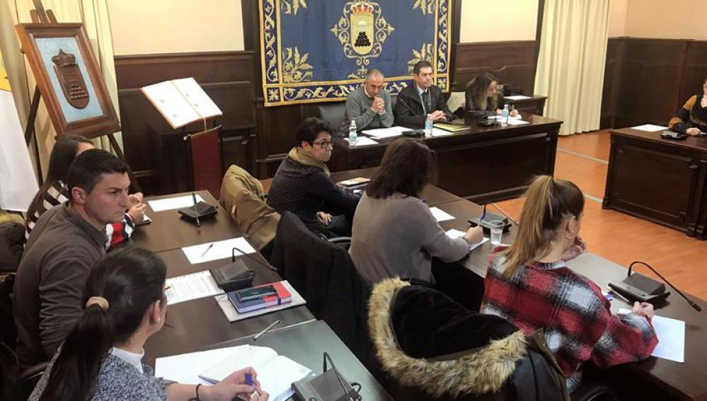 Imagen de la reunión celebrada en el Ayuntamiento de Pedrera (Sevilla)