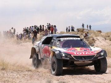 El piloto español Carlos Sainz compite durante la décima etapa del Rally Dakar, entre Salta y Belén, en Catamarca (Argentina)