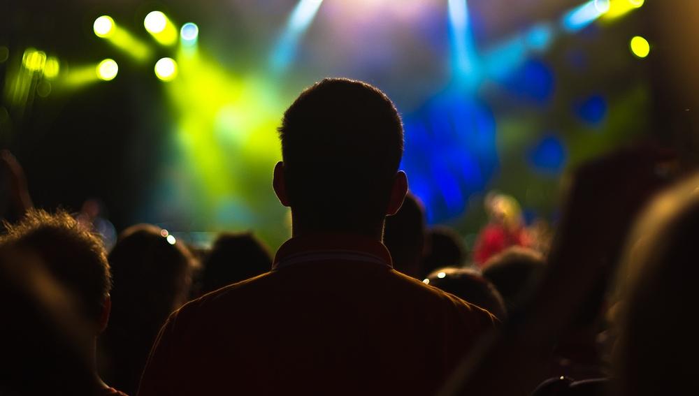 Las canciones pop más modernas tienen ritmos lentos y cambios de acordes y melodías sencillos