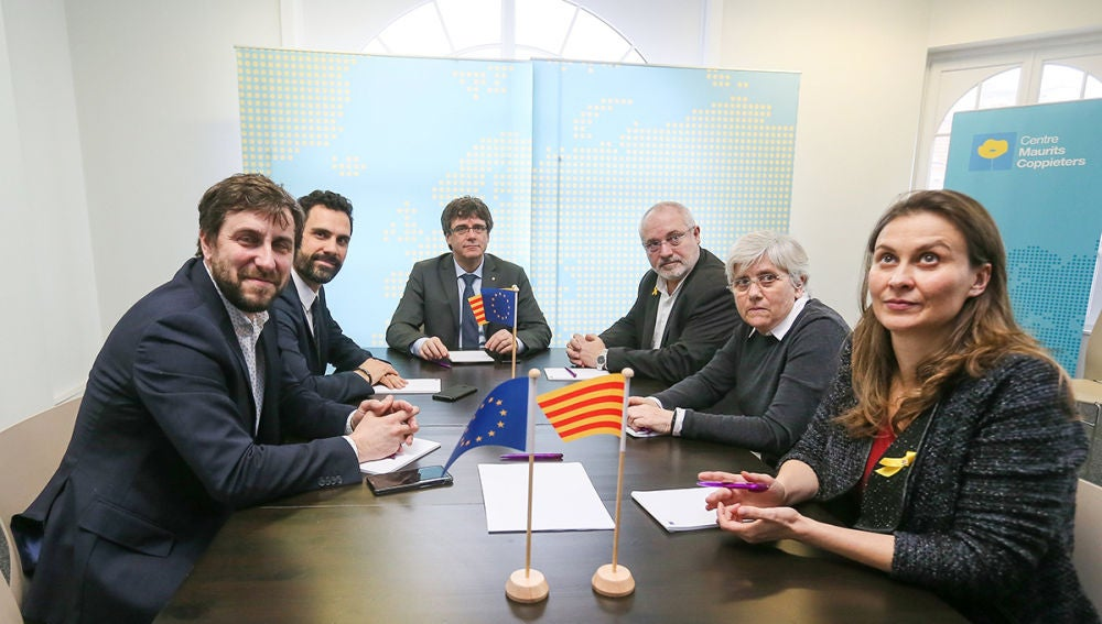 Carles Puigdemont, Roger Torrent,Clara Ponsatí, Lluís Puig, Meritxell Serret y Toni Comín