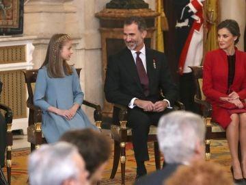La princesa de Asturias junto a los reyes