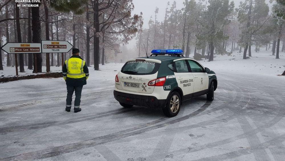 La Guardia Civil corta varias carreteras de Gran Canaria por las nevadas