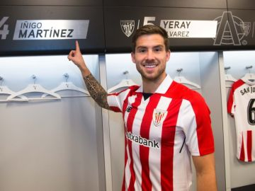Íñigo Martínez, con la camiseta del Athletic