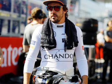 Fernando Alonso en el paddock
