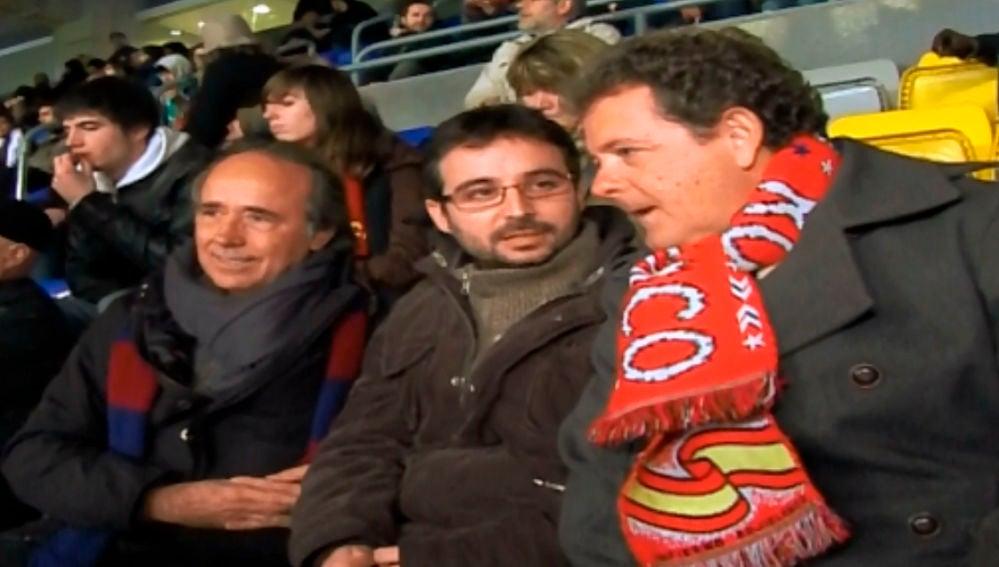 Jordi Évole junto a Joan Manuel Serrat y Juan Luis Cano
