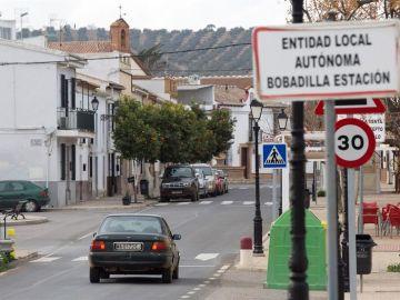 Vista de la entrada a Bobadilla, la localidad malagueña de Antequera