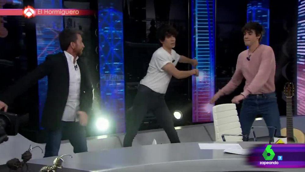El baile de Javier Calvo que se ha hecho viral al ritmo de 'Swish Swish' de Katy Perry