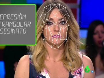 Anna Simon se somente a una examen facial