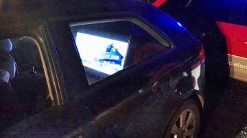 La televisión, de 32 pulgadas, que se encontraba en el vehículo